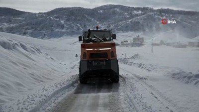 Kar 144 köy yolunu ulaşıma kapattı