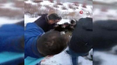 Kar nedeniyle kayganlaşan yolda kontrolden çıkan otomobil şarampole yuvarlandı: 2 yaralı