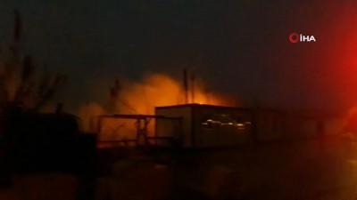 Kopan elektrik telleri kamışlık alanda yangın çıkardı