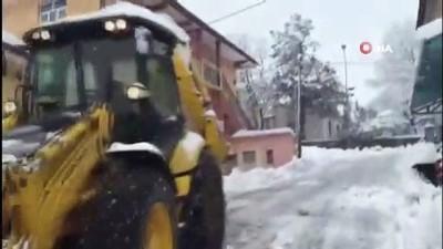 İlçeler karla kaplandı, 145 köy yolu kapandı