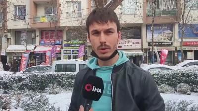 Burdur'da kar gören telefonuna sarıldı