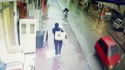 Kadınları taciz eden şahıs önce kameraya ardından polise yakalandı