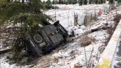 Karda kontrolden çıkan otomobil boş araziye devrildi