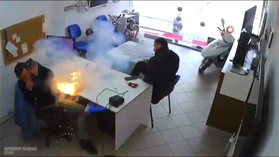 kamera -  Tamircinin elindeki tablet bomba gibi patladı, o anlar kameraya böyle yansıdı