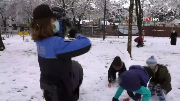 fatma sahin -  - Denetime çıkan Başkan Şahin polis ve çocuklarla kar topu oynadı