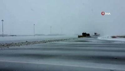 - Erzurum Havalimanı'nda karla mücadele