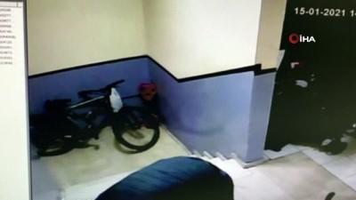 Girdiği binadaki bisikleti böyle çaldı