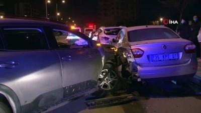 İzmir'de bir günde 2 zincirleme kaza: 14 araçta hasar oluştu