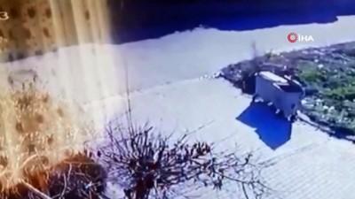 Motosiklet sürücüsünün metrelerce havaya uçtuğu kaza kamerada