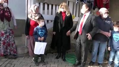 Yeni yılın ilk günlerinde çocukların hediyeleri evlerinde verildi
