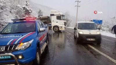 - Karabük'te kar yağışı etkili oldu,  kazalar ardı sıra geldi
