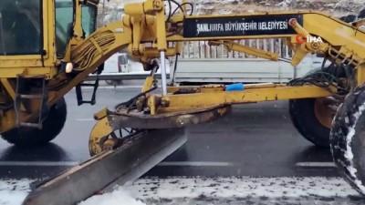 Şanlıurfa'da karla mücadele aralıksız devam ediyor
