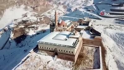 Tarihi sarayın havadan görüntüsü mest etti