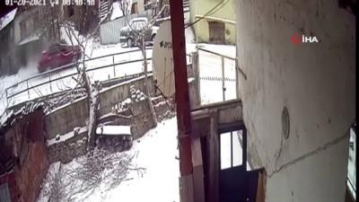ilginc goruntu -  Buzda kayan araç kameralara yansıdı