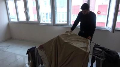 Sibirya soğuklarında kurumaya bırakılan çamaşırlar dondu
