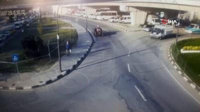 trafik kazasi -  Traktörle kamyonet böyle çarpıştı