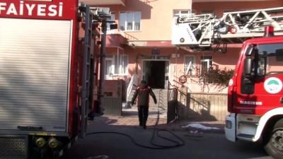 Yakınlarının evinin yandığını gördüler, gözyaşı döktüler