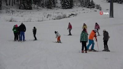 'Anadolu'nun yüce dağı' Ilgaz beyaza büründü, kar kalınlığı 40 santimetreyi buldu - Ilgaz Dağı Yıldıztepe Kayak Merkezi'nde kar turizmcileri sevindirdi