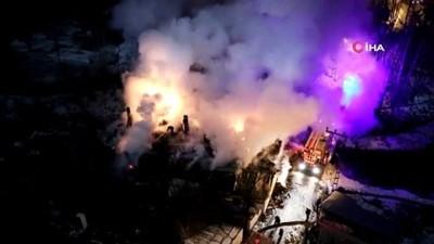 Çatısı alev alev yanan ev küle döndü