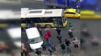 Dehşet anları kamerada...Otobüsün camını kırıp şoförü ve oğlunu böyle darp ettiler