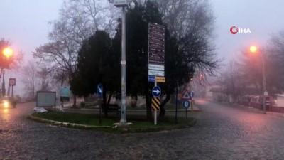 Edirne'de yoğun sis...Tarihi köprü sislerin arasında kayboldu