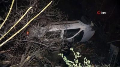Kontrolünü kaybeden araç apartman bahçesine uçtu