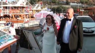 - Kuşadası'nda salgın süresince 828 çift nikah kıydı