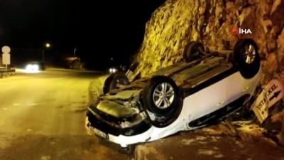 Önce refüje sonra kaldırıma çarpan otomobil takla attı: 1 yaralı
