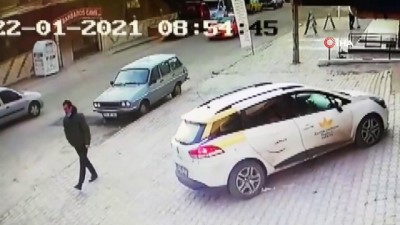 Ticari araçla otomobil böyle çarpıştı: 1'i çocuk 4 yaralı