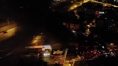 alabalik -  Maltepe'de hurdalık alanda yangın çıktı, vatandaşlar bakım servisinde bulunan araçları kurtarmak için seferber oldu