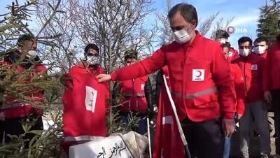 Elazığ depreminde hayatını kaybedenler kabri başında anıldı