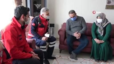 Elazığ depreminin simge isimlerinden Azize teyzeyi, ilk müdahaleyi yapan ekip ziyaret etti