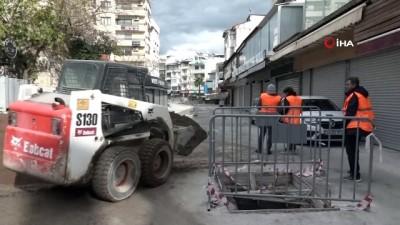 Kuşadası çarşılarındaki çalışmalar sokağa çıkma kısıtlamasında da sürdü