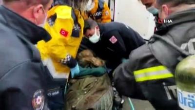 Alevlerin arasına dalan itfaiye ekipleri 3 kişiyi yanmaktan kurtardı