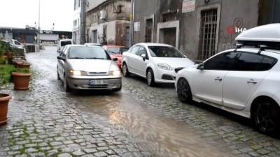 tarihi bina -  Ayvalık'ta şiddetli yağış ve lodos hayatı olumsuz etkiledi