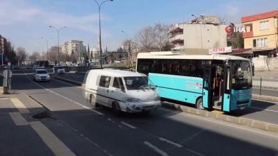 Halk otobüsünden fırlayan tekerlek dehşet saçtı