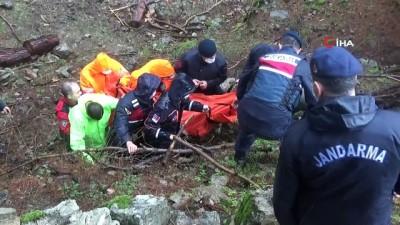 Köprünün çökmesi üzerine azgın sulara düşerek boğulan kadının cenazesi çıkartıldı