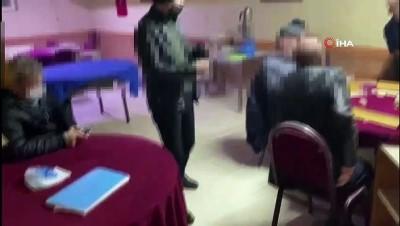 Korona virüsü hiçe sayan 21 kişi kumar masasında yakalandı