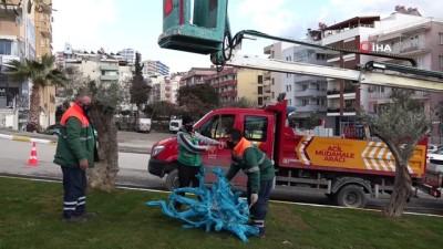 Kuşadası caddelerinde geri dönüştürülebilir malzemeler kullanılmaya başlandı