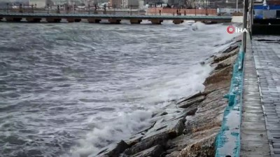 - Marmara'da deniz ulaşımına fırtına engeli