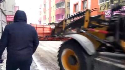 Ağrı Belediyesi kar temizleme çalışmalarını sürdürüyor