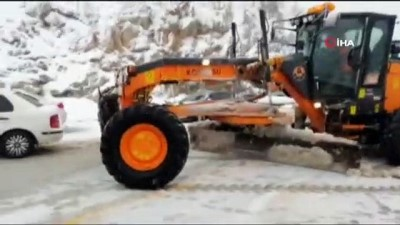 - Antalya-Konya karayolunda kar kalınlığı 10 santime ulaştı