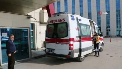 -Erkeğe eşinden sopalı ve satırlı şiddet - Sivas'ta karısı tarafından sopa ve satırla darp edilen bir kişi hastanelik oldu.