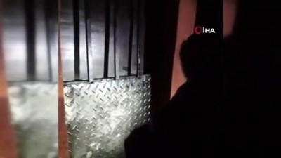 Koç başıyla kapısı kırılan ruhsatsız gazinoda eğlenirken yakalandılar