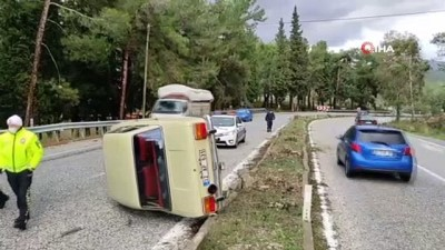 Kuşadası'nda otomobil takla attı: 1 yaralı