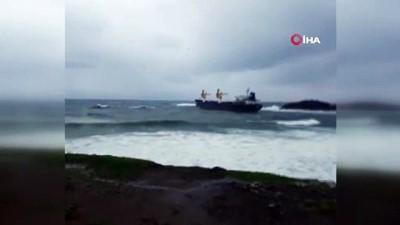 argo -  Riva açıklarında gemi karaya oturdu