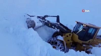 - Şemdinli'de karla mücadele çalışması
