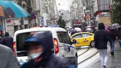 - Taksim'de kar küreme araçları hazır bekliyor