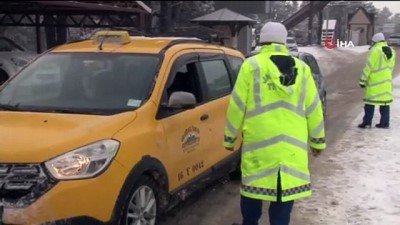 Uludağ'ın eteklerinde etkili olan kar yağışı sürücülere zor anlar yaşattı