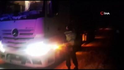 guvenli bolge -  Muş'ta tipi ve fırtınaya yakalanan sürücülerin imdadına jandarma yetişti
